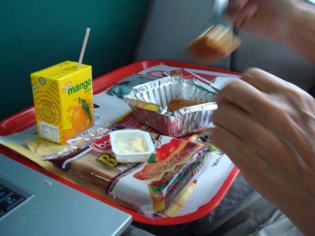 auch Frühstück wird im Zug serviert