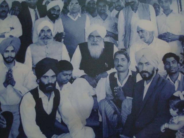 Kirpal Singh mit Schülern in den Sechziger Jahren
