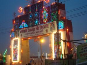 Eingang zu einem der Guru-Zelte für große Satsangs
