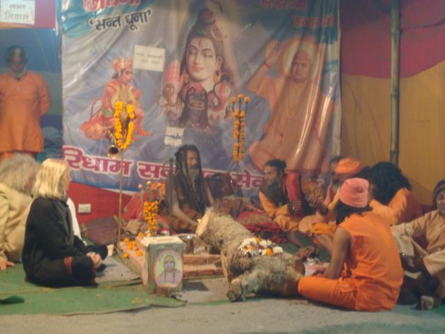 mit dem Guru und den Devotees