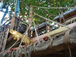 so sehen die Cafés und Restaurants aus: Bamboo- Palm-Building
