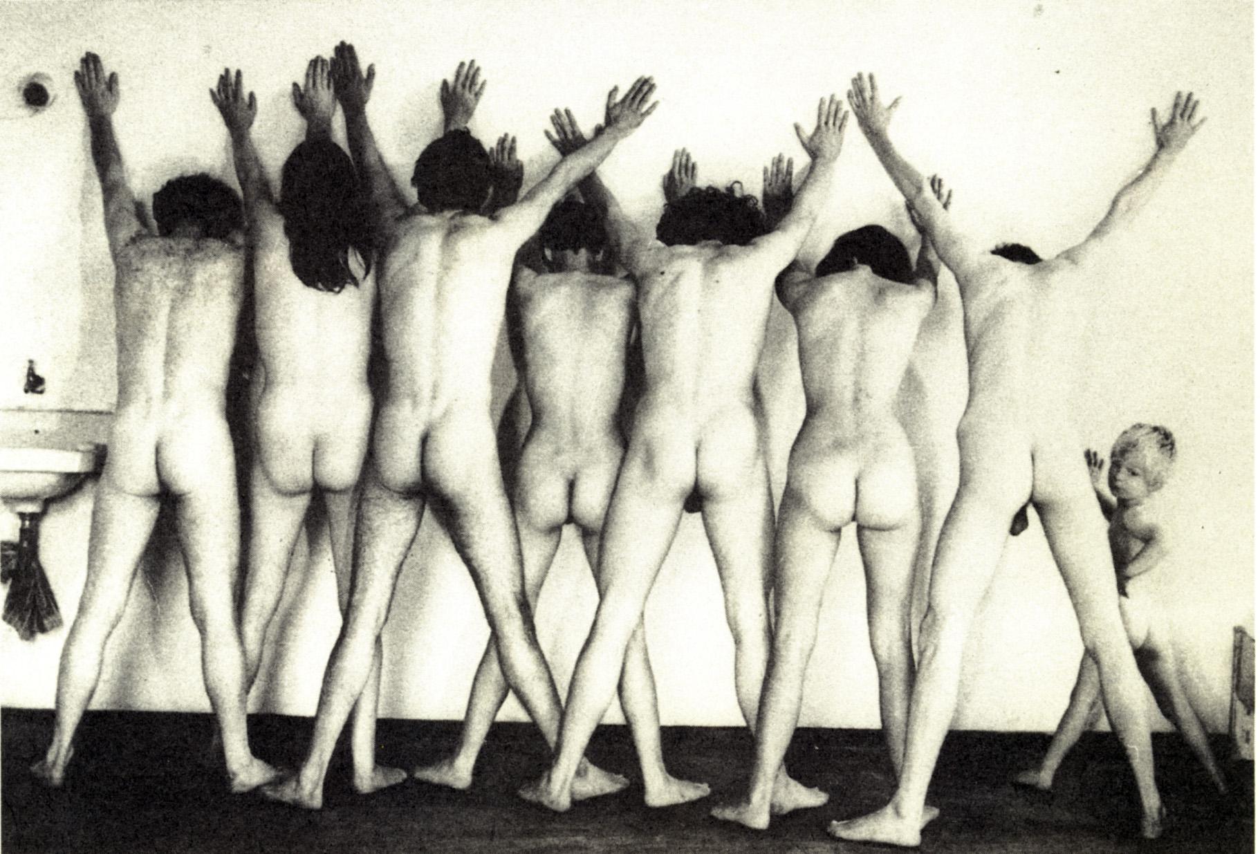 Foto des Küssens der nackten Leute