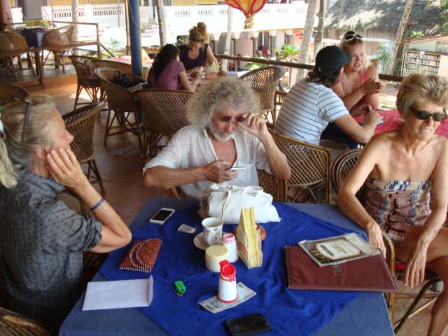 Jutta, Rainer und Brigitte beim Frühstück in Varkala