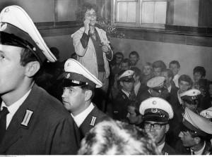 Protest im Schöneberger Rathaus against Teufel-Prozess 1967