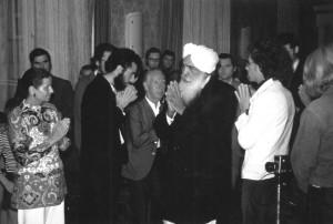 Rainer hinter seinem indischen Meister 1972